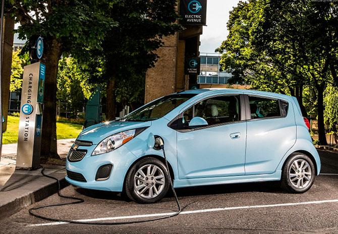 Venta de autos híbridos y eléctricos cae 7.7 por ciento en septiembre
